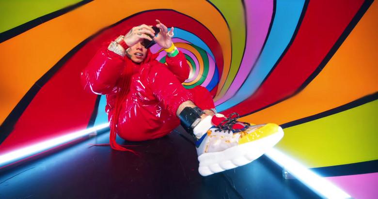"Versace Chain Reaction Sneakers Worn by 6ix9ine in ""TROLLZ"" Music Video (1)"