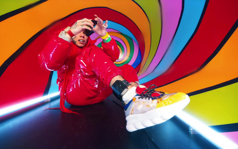 "Versace Chain Reaction Sneakers Worn by 6ix9ine in ""TROLLZ"" Music Video (1)"