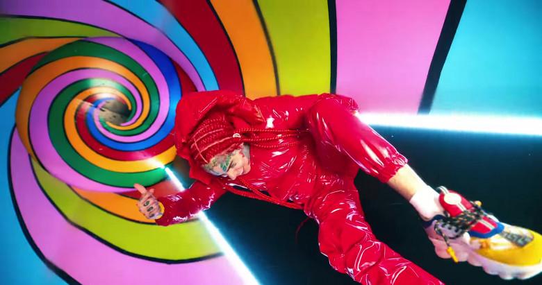 "Versace Chain Reaction Sneakers Worn by 6ix9ine in ""TROLLZ"" Music Video (2)"