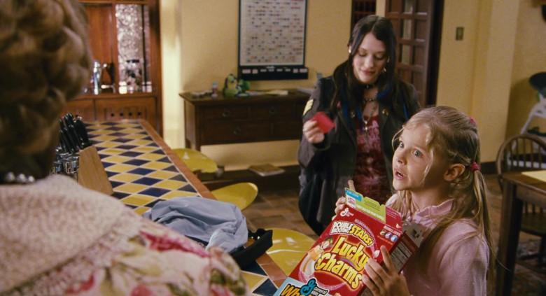 Young Chloë Grace Moretz Enjoying General Mills Lucky Charms Cereal in Big Momma's House 2 Film (4)