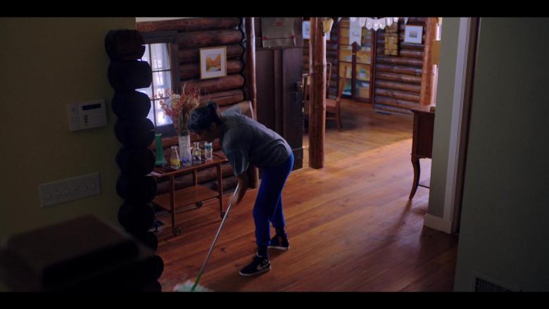 Zoë Chao as Sara Yang Wears Nike Sneakers in Love Life S01E08 TV Show (1)