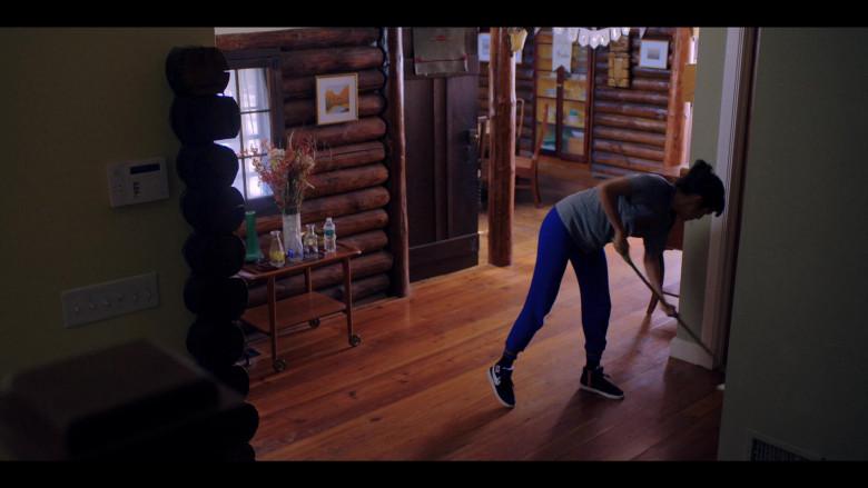 Zoë Chao as Sara Yang Wears Nike Sneakers in Love Life S01E08 TV Show (2)
