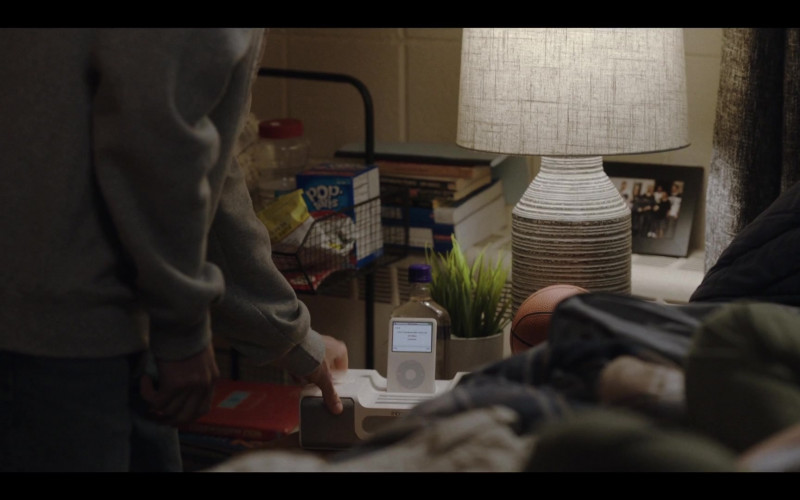 iHome Speakers System, Apple iPod Media Player & Pop-Tarts in Love Life S01E05