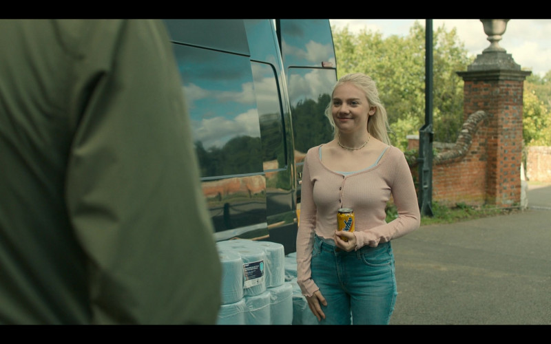 Áine Rose Daly as Sandy Phillips Enjoying Yoo-hoo Chocolate Drink in Hanna S02E04 TV Series