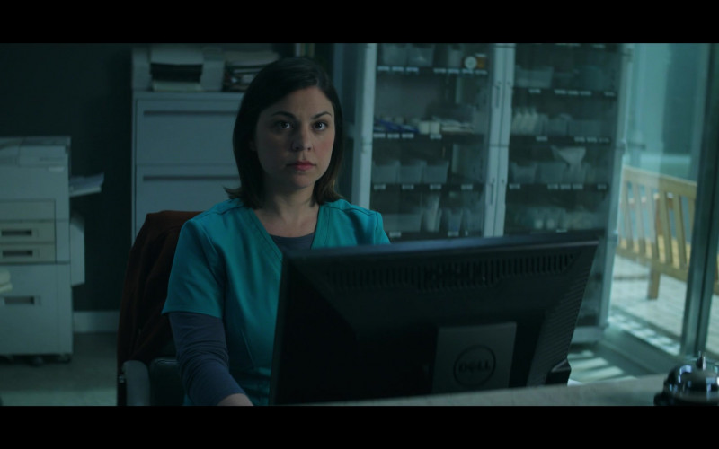 Actress Using Dell Monitor in Doom Patrol S02E07 TV Series