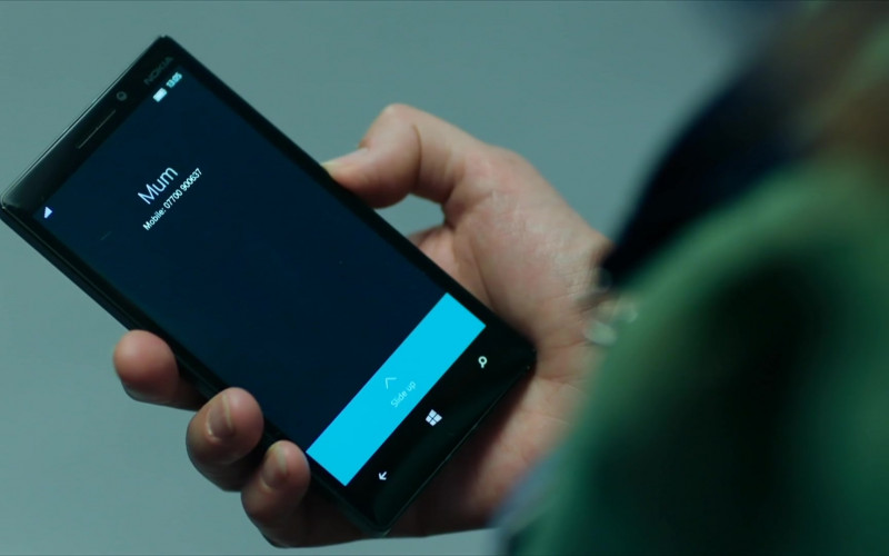 Actress Using Nokia Lumia Black Smartphone in Intelligence S01E06