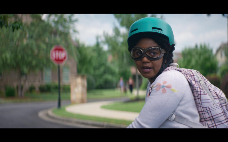 Anjelika Washington as Beth Chapel aka Doctor Mid-Nite II Wears Giro Bicycle Green Helmet in Stargirl S01E09 TV Show
