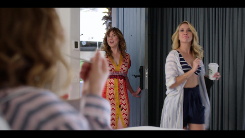 Anna Camp Enjoying Starbucks Coffee in Desperados 2020 Netflix Film (1)
