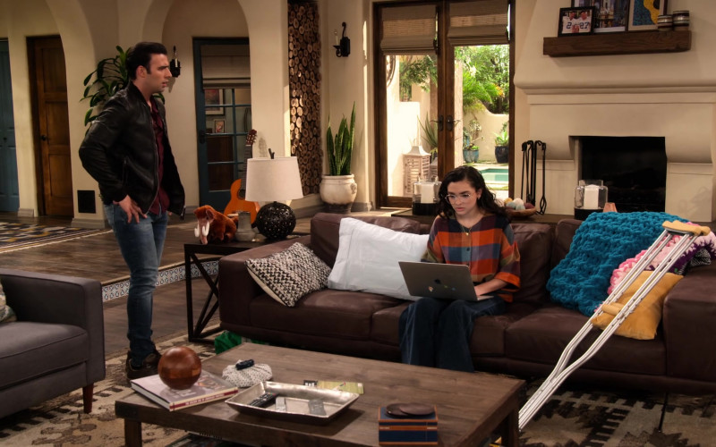 Apple MacBook Laptop Used by Paulina Chávez in The Expanding Universe of Ashley Garcia S01E12