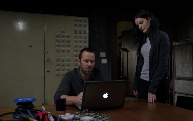 Apple MacBook Laptop Used by TV Actors in Blindspot S05E08