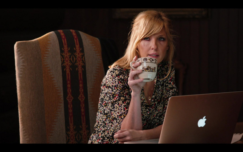 Apple MacBook Laptop of Actress Kelly Reilly