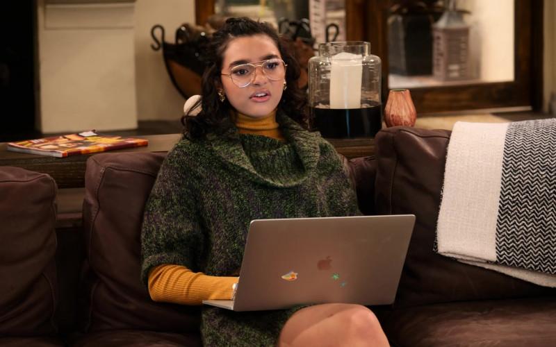 Apple MacBook Laptop of Paulina Chávez (1)