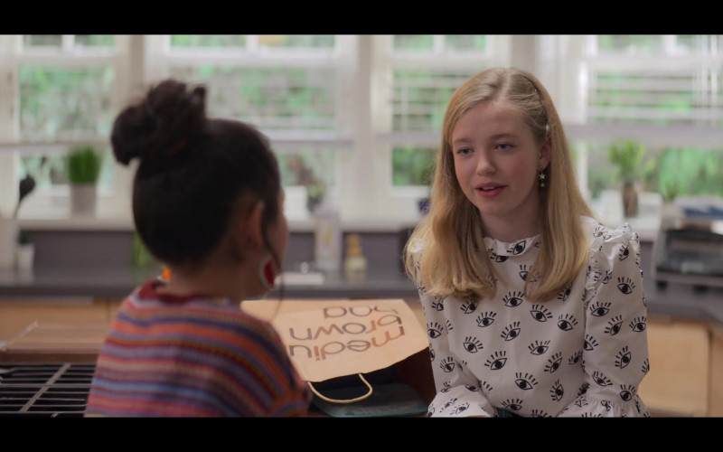 Bloomingdale's Medium Brown Bag in The Baby-Sitters Club S01E06
