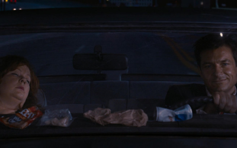 Cheez-It Crackers and Red Bull Energy Drink Can in Identity Thief (2013)
