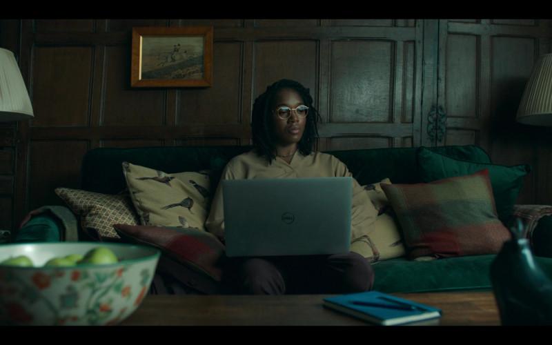 Cherrelle Skeete as Terri Miller Using Dell Laptop in Hanna S02E04 TV Series