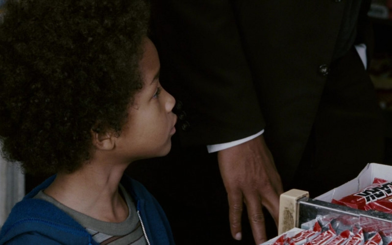 Clark Candy Bars in The Pursuit of Happyness (1)