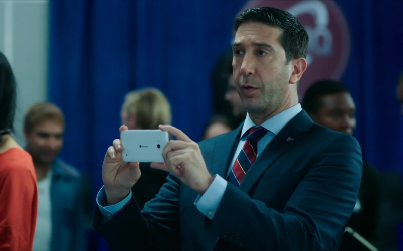 David Schwimmer Hold Microsoft Lumia White Smartphone in Intelligence S01E04