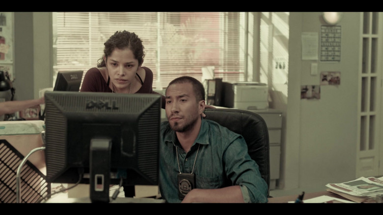 Dell Computer Monitors Used by Actors in Dark Desire S01E17 Netflix Mexican Original Series