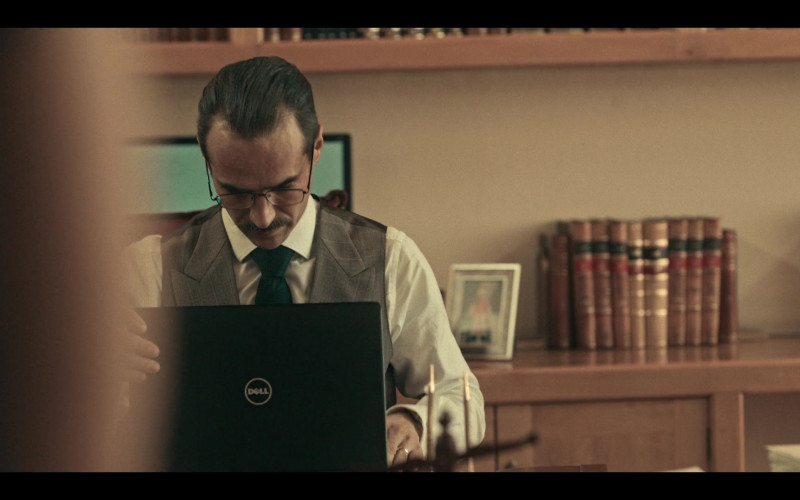 Dell Laptop Used by Jorge Poza as Leonardo in Dark Desire S01E10