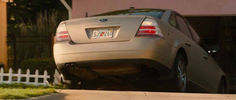 Ford Taurus Car in Identity Thief (1)