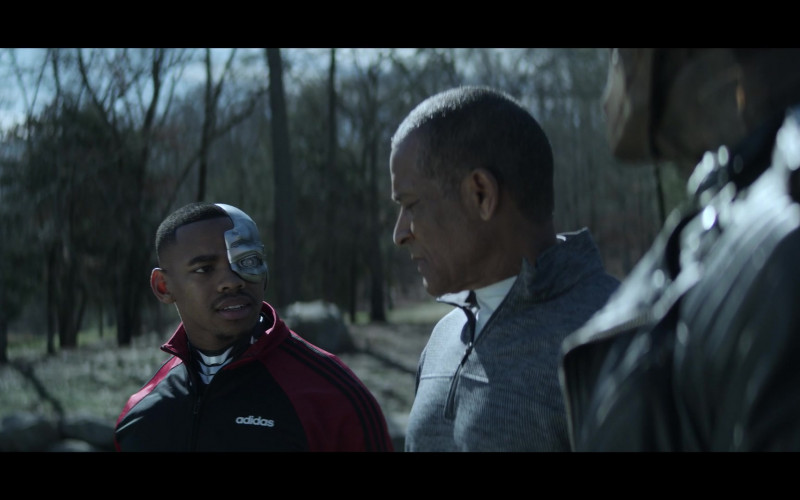 Joivan Wade as Cyborg Wearing Adidas Track Jacket Outfit in Doom Patrol S02E05 TV Series (3)