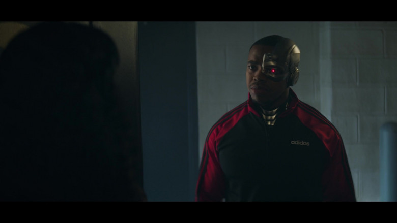 Joivan Wade as Cyborg Wearing Adidas Track Jacket Outfit in Doom Patrol S02E05 TV Series (4)
