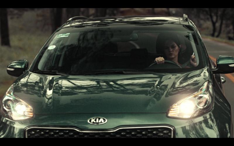 KIA Sportage Green SUV in Dark Desire S01E01 (1)