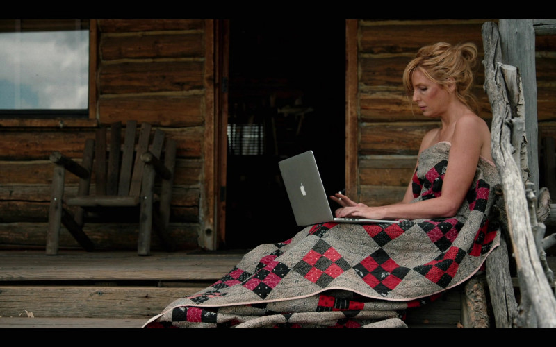 Kelly Reilly as Beth Dutton Used by Apple MacBook Laptop in Yellowstone Season 3 Episode 3 TV Show (1)