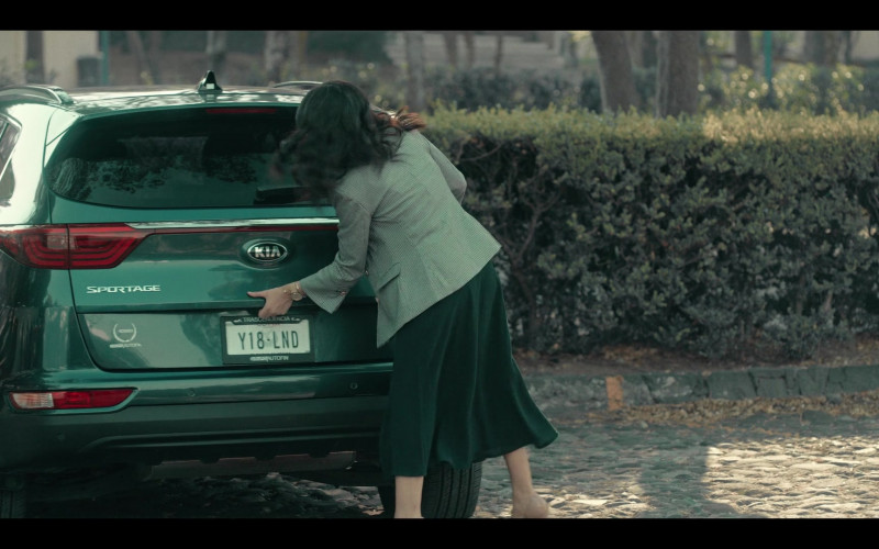 Kia Sportage Green Car Used by Maite Perroni as Alma in Dark Desire S01E02 (1)