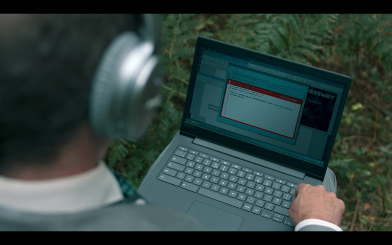 Lenovo Laptop in Hanna S02E02 (1)