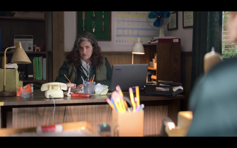 Lenovo Laptop in The Baby-Sitters Club S01E09