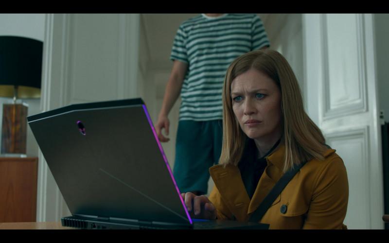 Mireille Enos as Marissa Wiegler Using Alienware Gaming Laptop in Hanna S02E02 TV Show (1)
