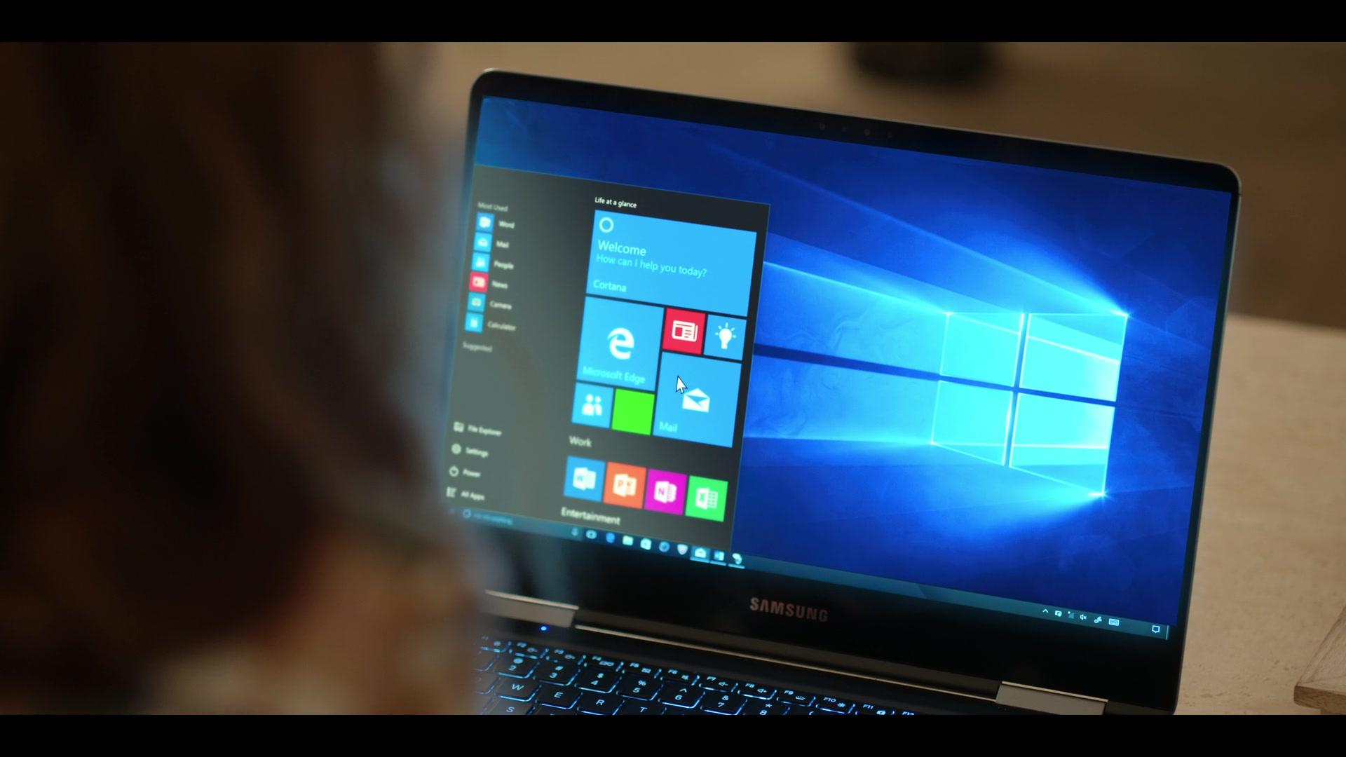 Samsung Laptop Used By Nasim Pedrad As Wesley In Desperados 2020