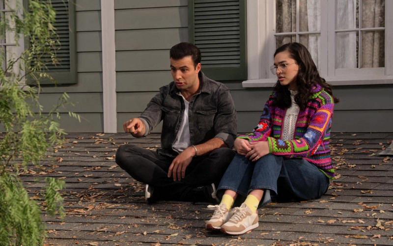 Paulina Chávez Wears Veja Sneakers Outfit in The Expanding Universe of Ashley Garcia S01E09 TV Show (3)