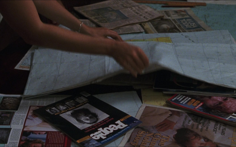 People and Time Magazines in Cast Away (2000)
