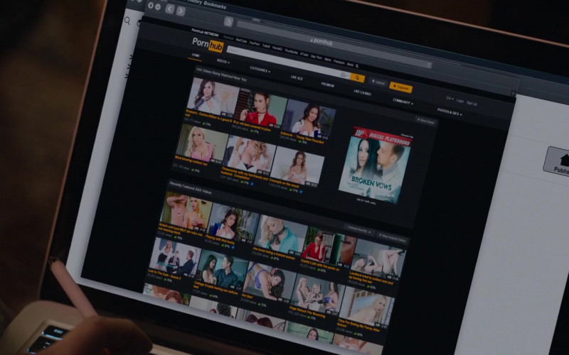PornHub Website in Hooking Up (2020)