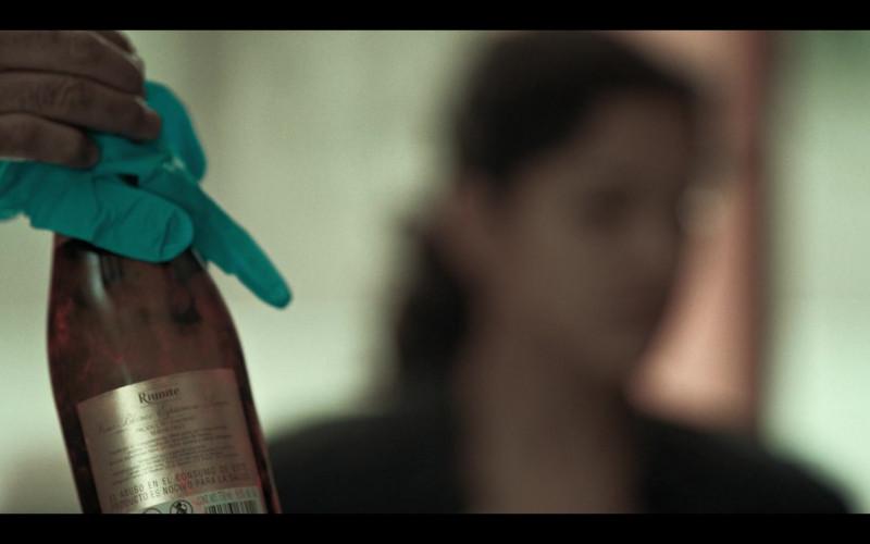Riunite Wine in Dark Desire S01E02 (1)