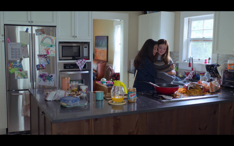 Samsung Refrigerator and Skippy Peanut Butter in The Baby-Sitters Club S01E05 (2)