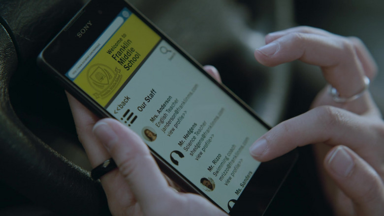 Sony Xperia Smartphone Used by Stana Katic as Special Agent Emily Byrne in Absentia S03E01