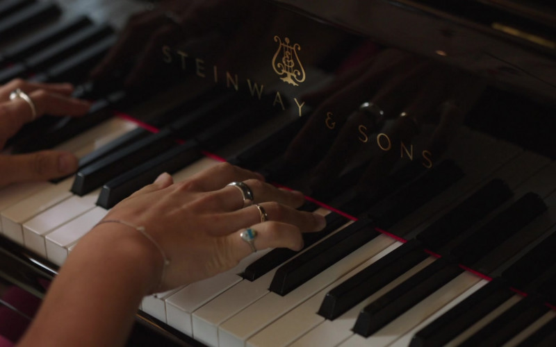 Steinway & Sons Piano in Little Voice S01E02 (2)