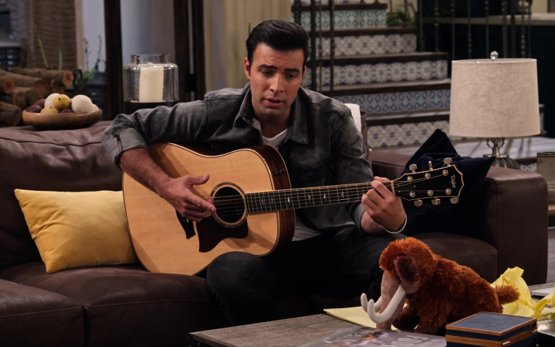 Taylor Guitar of Jencarlos Canela as Victor (3)