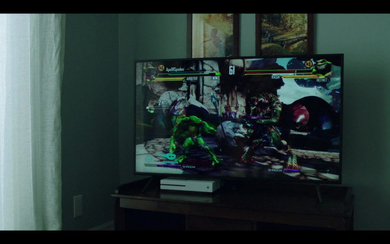 Xbox Console in Condor S02E05 Out Of His Exile (2020)