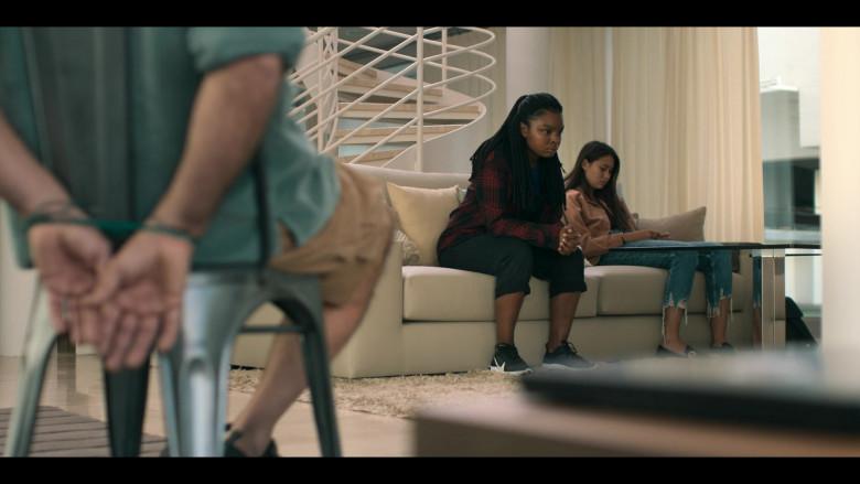 Yasmin Monet Prince as Clara Wears Nike React Element 55 Shoes in Hanna Season 2 TV Show (2)
