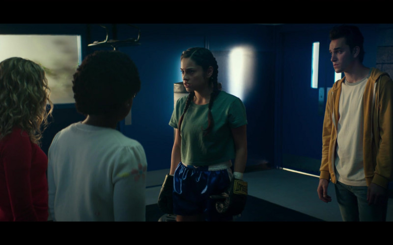 Yvette Monreal as Yolanda Montez aka Wildcat II Wears Everlast Boxing Gloves in Stargirl S01E09 TV Show