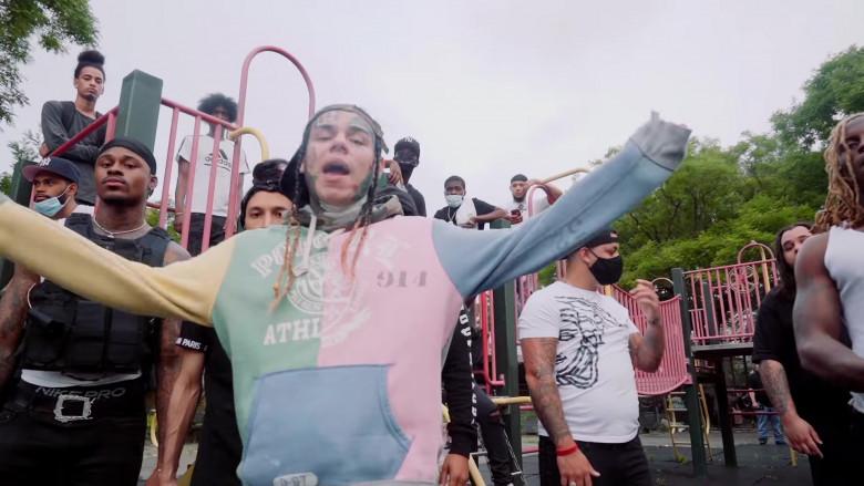 "6IX9INE Outfits – Ralph Lauren Colorblock Hoodie in ""PUNANI"" Music Video 2020 (1)"