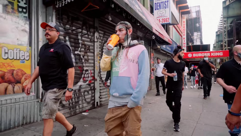 """6IX9INE Outfits – Ralph Lauren Multi Color Hoodie in """"PUNANI"""" Music Video 2020 (3)"""