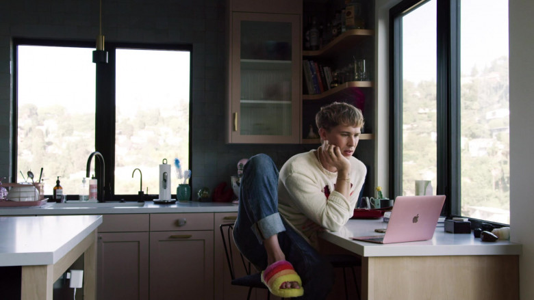 Actor Tommy Dorfman as Oscar Using Apple MacBook Laptop in Love in the Time of Corona S01E03 Freeform TV Show (2)
