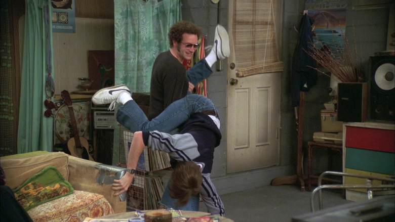 Actor Topher Grace as Character Eric Forman Wears Nike Sneakers in That '70s Show S07E07 (3)
