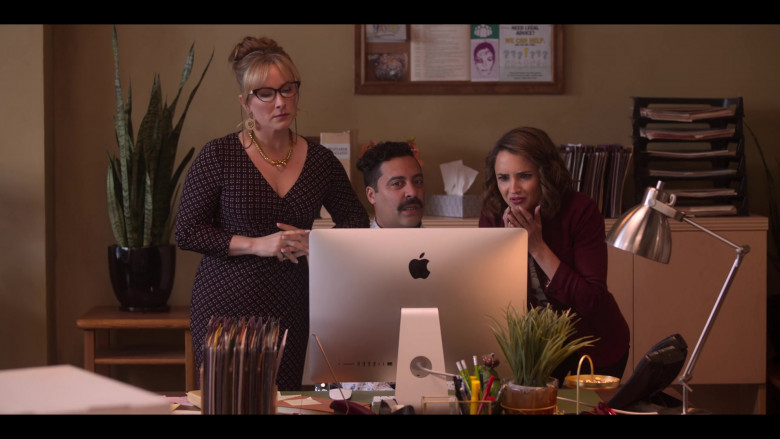 Actors Using Apple iMac Computers in Love, Guaranteed Movie by Netflix (2)