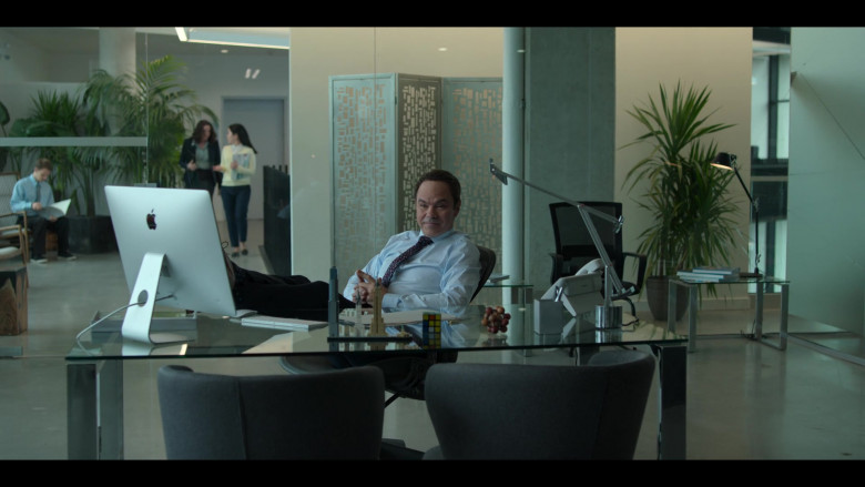 Actors Using Apple iMac Computers in Love, Guaranteed Movie by Netflix (3)